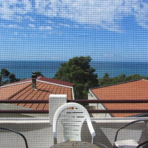 Rent cozy apartments up to 5 people. toolbar (Green Belt) 250 m to the beach.