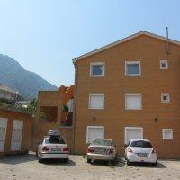 Аренда светлой, просторной квартиры с 2-мя изол. спальнями до 6-ти чел. п. Прчань 100 м до пляжа (6 км от Котора)