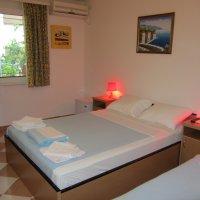 Mieten Sie ein Zimmer Nummer 3. 35 sq m vom Strand entfernt in Rafailovici