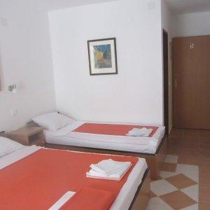Iznajmi sobu broj 5 kvadrat 35 metara od plaže u Rafailovićima
