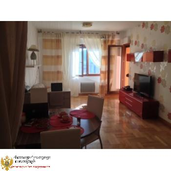 Zu verkaufen 2-Schlafzimmer. Wohnung von 62 qm Budva (Bezirk Rozino)