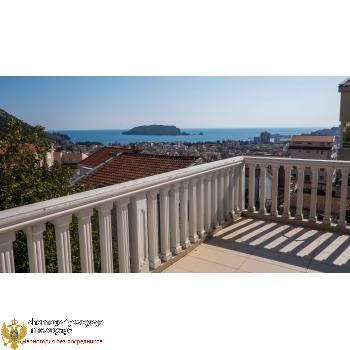 House 400 m2  fors ale Budva, the district of Lazi.